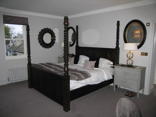 Beechfield House : large, comfy four-poster bed!