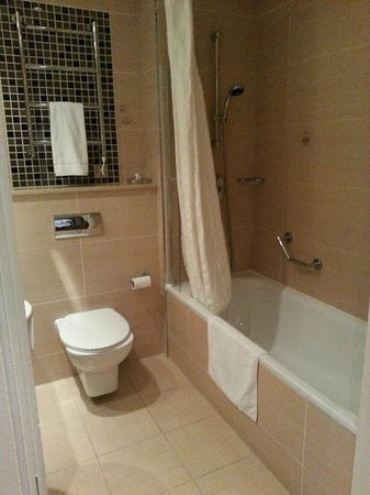 Hampshire Court Hotel - A QHotel: Bathroom in Q-Star Room
