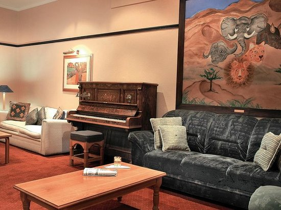 Protea Hotel by Marriott Worcester Cumberland: Lounge