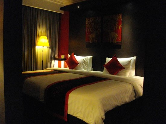 Memoire d' Angkor Boutique Hotel : Enormous bed