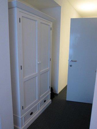 Avenue Beach Hotel: Couloir entre l'entrée et la chambre