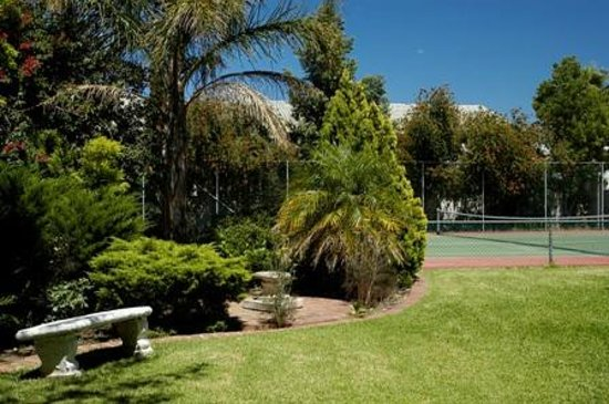 Protea Hotel by Marriott Worcester Cumberland: Tennis Court