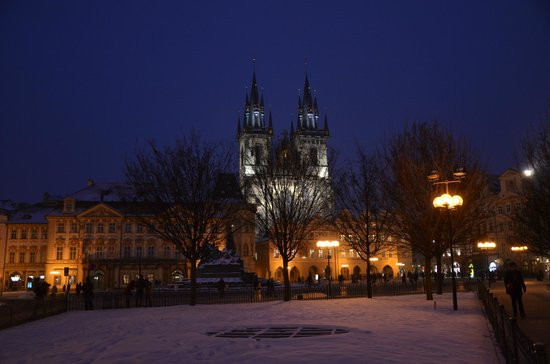 Astoria Hotel: Prague Old Town at night