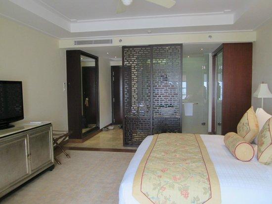 Indochine Palace :                   Badezimmerbereich hinter Trennwand