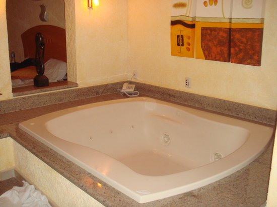Hotel Puerta Del Sol:                   some rooms have jaccuzis