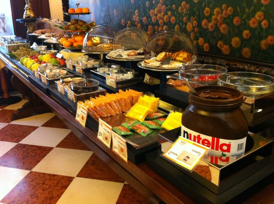 Hotel Romana Residence: Plenty of food and choices for breakfast