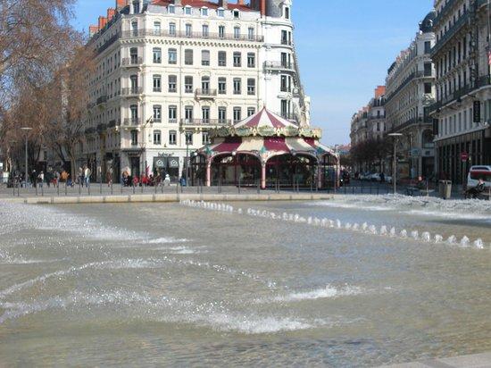 Rue de la République :                   Фонтан.