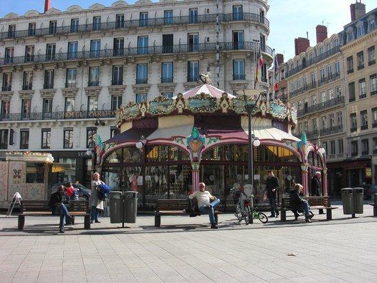 Rue de la Republique:                   Каруселька.
