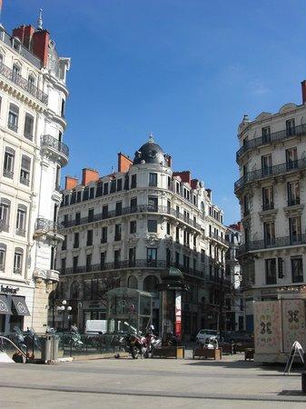 Rue de la Republique:                   Начало улицы.
