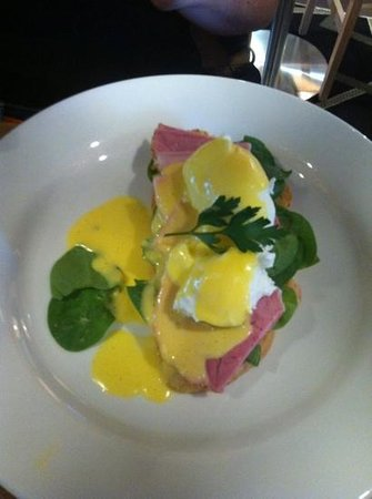 GBT - Golden Beach Tavern:                   eggs Benny