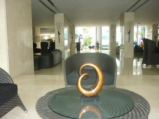Hotel El Panama:                   UNO DE LOS TANTOS JUEGOS DE LIVING EL EL LOBBY