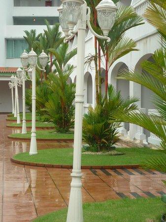 El Panama Hotel:                   SIMULANDO UNA CALLE ANTIGUA DONDE TENIA SALIDA ALGUNAS HABITACIONES, BELLA VIS