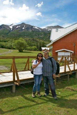 Las Torres Patagonia:                   mi marido y yo disfrutando los alrededores del hotel