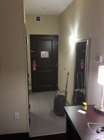 La Quinta Inn & Suites Elk City: room entryway