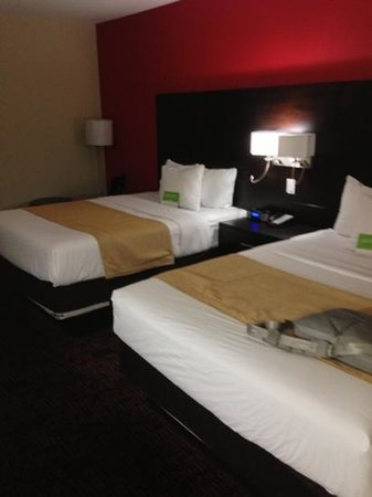 La Quinta Inn & Suites Elk City: beds