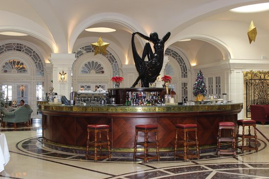 Hotel Phoenicia:                   Lounge bar at The Phoenicia