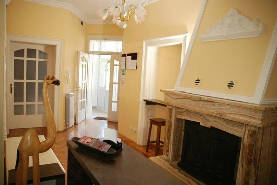 Belgrade Hostel Namaste: Entrance Parlor