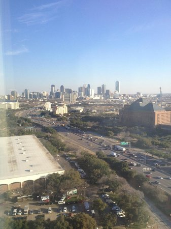 Renaissance Dallas Hotel: View over downtown Dallas from my 24th Floor room.