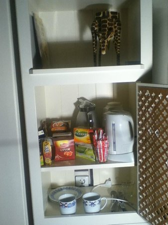 B&B Limes Oudwijk:                   watercooker for tea/coffee in room