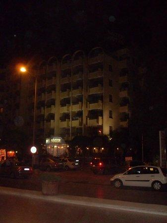Sozer Hotel: sozer at night