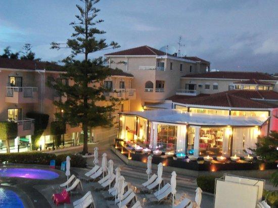 The King Jason Paphos: Restaurant/Bar by night
