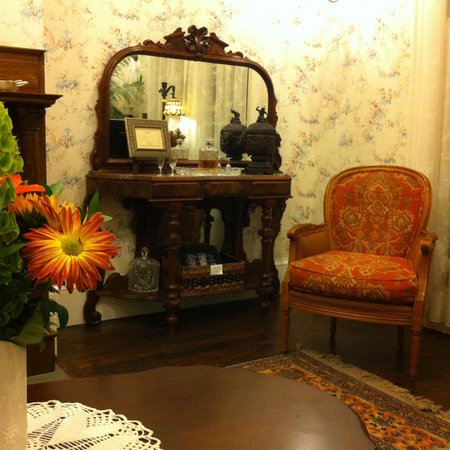 The Mason Cottage Bed & Breakfast Inn:                   Tea Room
