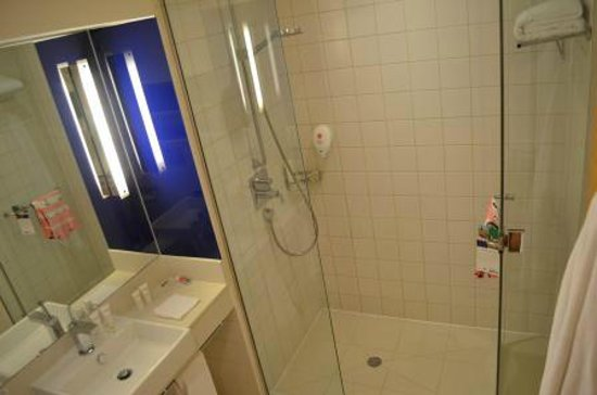 Park Inn by Radisson Abu Dhabi Yas Island: Bathroom / Superior Room