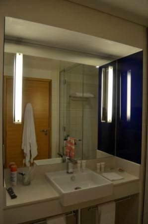 Park Inn by Radisson Abu Dhabi Yas Island: Bathroom Superior Room