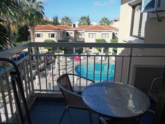 The King Jason Paphos: Balcony & pool