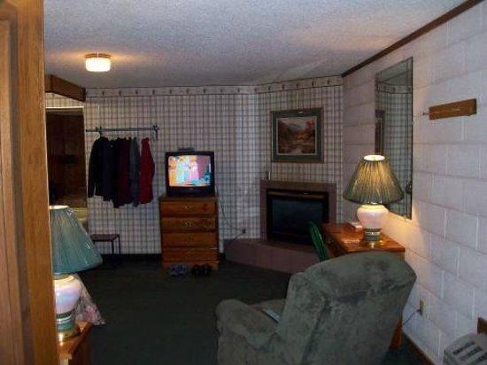 Mountain Heritage Inn: TV 