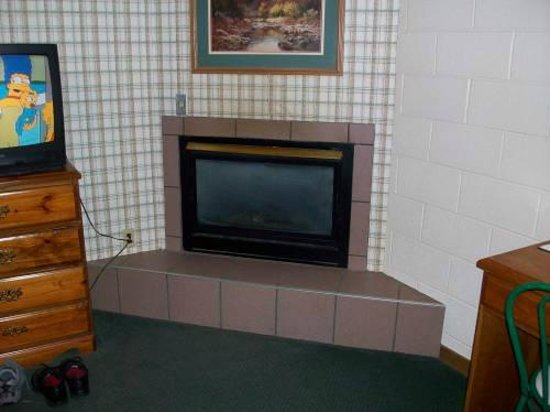 Mountain Heritage Inn: Fireplace