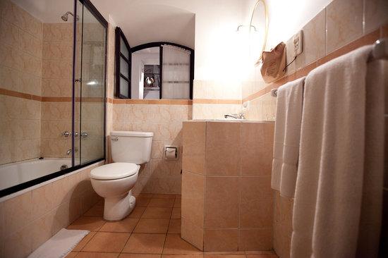 El Hostal de Su Merced: Bathroom