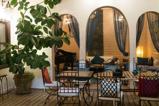 Riad Les Trois Mages:                   Music room from the courtyard
