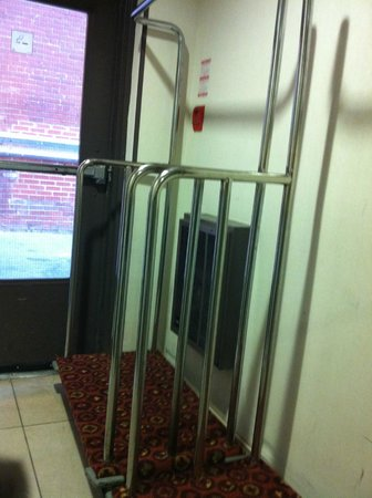 Bond Place Hotel :                   Disabled 'entrance'