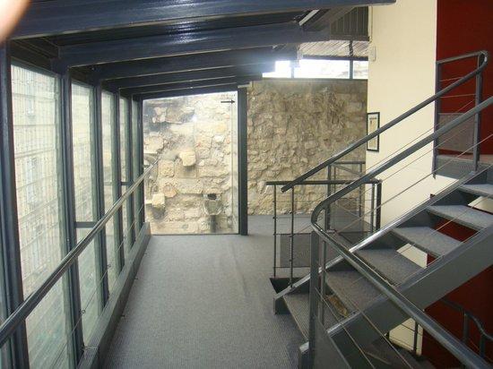 Hotel Cloitre Saint Louis: Couloir