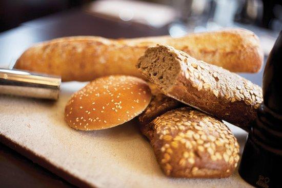 Le Cousture Hotel: Du bon pain pour les Petits-déjeuners