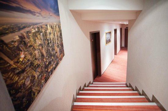 Le Cousture Hotel: Couloirs d'étages du Cousture Hôtel