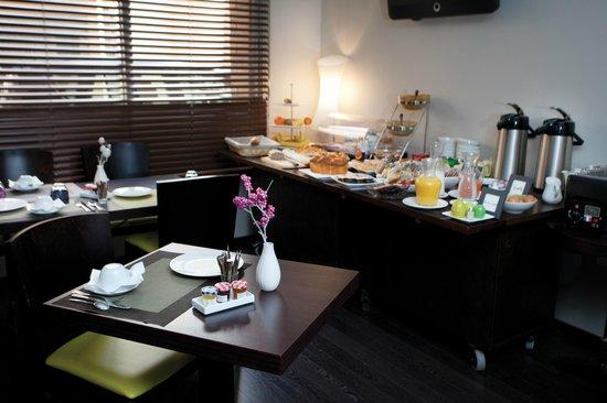 Le Cousture Hotel: Petits-déjeuners copieux et variés en buffet