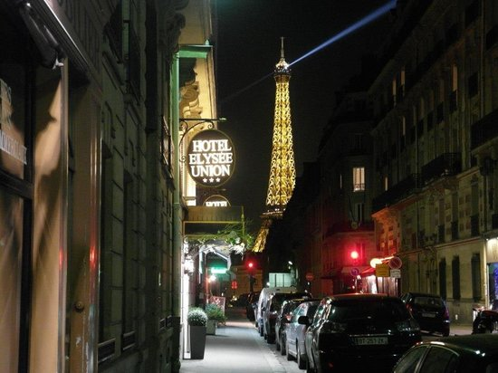 Hotel Elysees Union: Amazing view of Eiffel Tower even from here