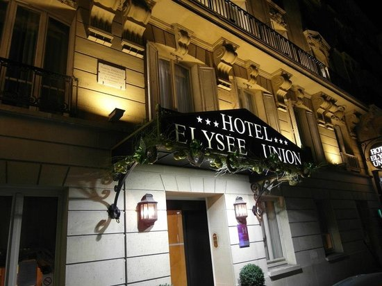 Hotel Elysees Union: Great lighting on facade