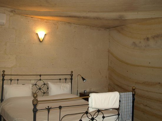 Esbelli Evi Cave Hotel:                   Bedroom in the colourband suite