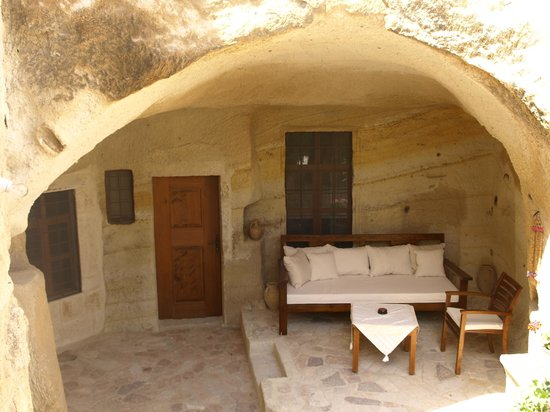 Esbelli Evi Cave Hotel:                   outside the colourband suite