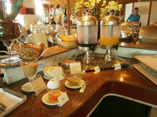 Praiatur Hotel Florianopolis: 30 Ingleses-Praiatur Hotel: desayuno