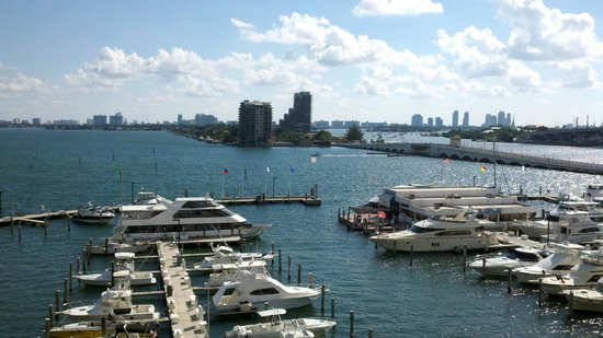 Doubletree by Hilton Grand Hotel Biscayne Bay: View was nice - that is the only nice thing I can say about this property