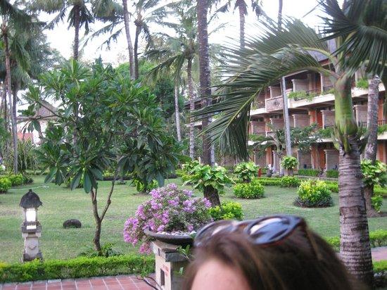 The Jayakarta Bali Beach Resort: View of grounds