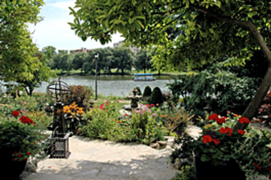 River Garden House: River Garden view