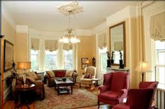 River Garden House: Living Room