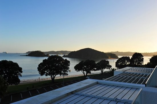 Paihia Beach Resort & Spa: View from balcony to the right