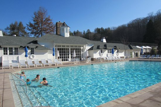 The Omni Homestead Resort: Outdoor heated pool