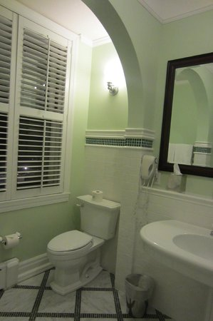 The Omni Homestead Resort: Bathroom